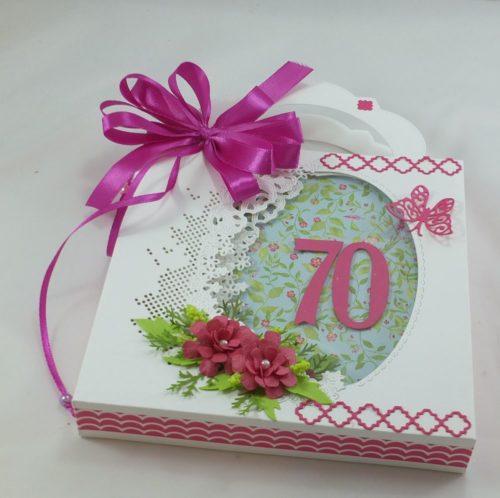 kartka-recznie-robiona-zyczeniaimieniny-urodziny-slub-komunia-chrzest-roczek-wykrojnik-111